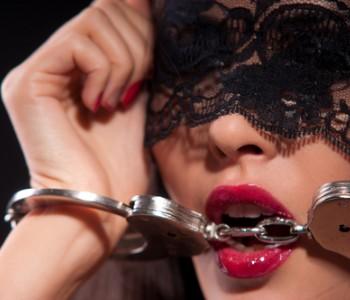 Švelnusis BDSM arba kaip įnešti pikantiškumo į Jūsų intymų gyvenimą.